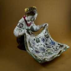 Статуэтка-конфетница «Украинка с ковром»